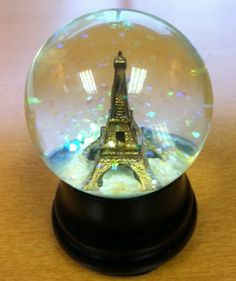 paris snow globe | ... adorable snow globe as she said leave it to the french to have snow