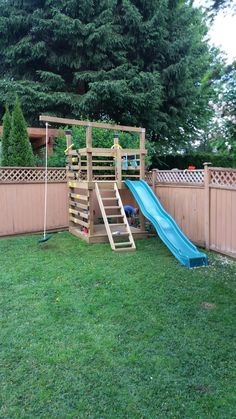DIY Play structure Backyard for kids outdoor play areas Kids Backyard Playground, Backyard Playset, Backyard For Kids, Diy For Kids, Playground Ideas, Kids Fun, Pallet Playground, Happy Kids, Backyard Treehouse