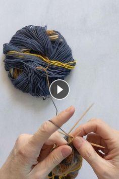 How To Knit Double Point Needles - Knitting Source Arm Knitting Yarn, Knitting Videos, Free Knitting, Knitting Projects, Baby Knitting, Knitting Patterns, Crochet Patterns, Chunky Knit Yarn, Herringbone Stitch