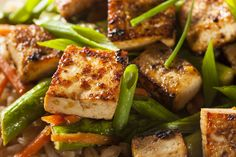 Southwestern Vegetable BowlBy Mark Hyman, MD Published: February 26, 2015Yield: 4 ServingsPrep: 20 minsCook: 32 minsReady In: 52 minsThe tofu in this vegetable bowl absorbs the cheerful essence of southwestern flavor, with seasonings from cumin and chili spices, to delightfully please your palate. For vegetarians and meat lovers, this meal provides a great source of …