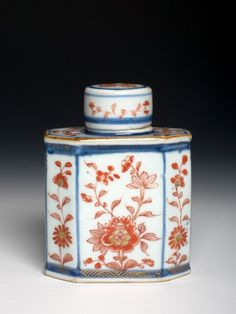 A Chinese Imari Tea-Caddy and Cover, Ca. 1720, Qing Dynasty - Kangxi Period (1662-1722)