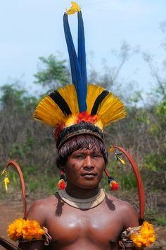 Xingu-Brazil»Festivals and Feathers | 'Macaw feathers' © Kieron Nelson