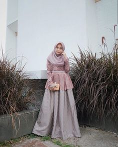 Inspirasi outfit kondangan – N&D – Hijab Fashion 2020 Kebaya Modern Hijab, Model Kebaya Modern, Kebaya Hijab, Kebaya Dress, Dress Brokat Muslim, Dress Brokat Modern, Kebaya Muslim, Muslim Dress, Hijab Gown