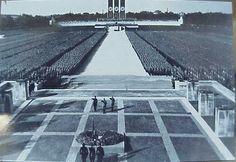 1934. Nuremberg (certains sites sont interdits d'accès, çà ne nous regarde pas, probablement)
