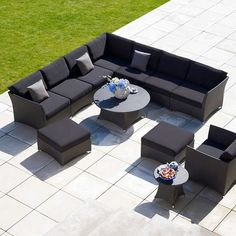 Relax on this fabulous outdoor Casa Collection by Gloster set; the perfect combination of glamor and comfort