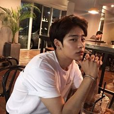 𝓟ɨ𝓟ɨ: @ 𝙥𝙪𝙡𝙡𝙞𝙦 ☹⋆ ࿐ - guys and gurls - Info Korea Cute Asian Guys, Cute Korean Boys, Hot Asian Men, Asian Boys, Cute Guys, Couple Ulzzang, Korean Boys Ulzzang, Ulzzang Boy, Korean Men