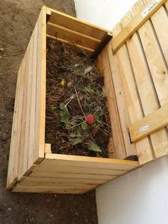 Description: I wanted to organize my garden and place the compost pile in a wooden box. i had a SULTAN LADE Slatted bed base hanging around and after a few cuts with nothing more than a hammer and nails I made this beautiful Composter. How To Make Compost, Garden Compost, Ikea Hackers, Free Plants, Permaculture, Garden Projects, Garden Inspiration, Organic Gardening, Vegetable Gardening