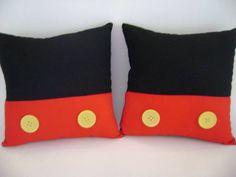 almofada mickey, em tecido de algodão com enchimento ant-alergico.    tamanho 25 x25    pedido minímo de 10 unidades R$ 13,00