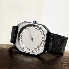 私が選ぶのは、アナログ。過ぎてゆく時間をゆっくり楽しむ生活。スイスで作られた、1日の時を感じるための、新しい腕時計。