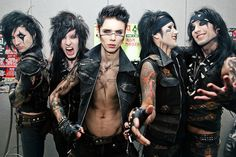 Black Veil Brides i love Jinxx in this picture Black Veil Brides Andy, Black Viel Brides, Andy Biersack, Jake Pitts, Papa Roach, Emo Bands, Music Bands, Goth Bands, Linkin Park