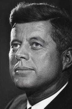 John F. Kennedy by Yousuf Karsh l People Photography Famous Portraits, Classic Portraits, Famous Photos, Les Kennedy, John Kennedy, Yousuf Karsh, Celebridades Fashion, John Fitzgerald, Richard Avedon