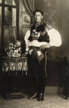 Obec Hradčovice :: Kroj Folk Costume, Costumes, Extraordinary People, Eastern Europe, Vintage Pictures, World Cultures, Czech Republic, Folklore, Old Photos