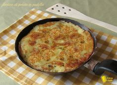 Tortino di patate in padella, ricetta semplice. Come preparare un tortino di patate lesse schiacciate in padella, con crosticina croccante contorno semplice
