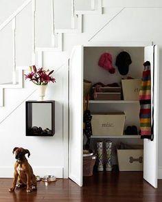 68 Ideas linen closet under stairs storage spaces Stair Shelves, Staircase Storage, Stair Storage, Closet Storage, Hidden Storage, Staircase Ideas, Extra Storage, Closet Organization, Closet Under Stairs