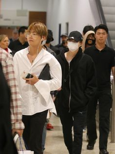 BTS Sydney 2017: Korean boy band BTS touches down to screaming fans | The Courier-Mail