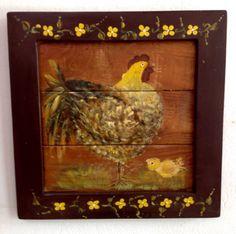 Quadro decorativo de madeira com moldura em madeira rústica e pintura artesanal de galinha e pintinho. Dimensão:40,5cm x 40,5cm