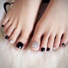 142 elegant negative space nail art designs and ideas – page 1 Black Toe Nails, Pretty Toe Nails, Cute Toe Nails, Cute Acrylic Nails, Toe Nail Color, Toe Nail Art, Nail Colors, Pedicure Designs, Toe Nail Designs