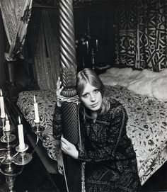Marianne (Via Faithfull Forever) Mod Fashion, 1960s Fashion, White Fashion, Fashion Beauty, Doris Duke, Marianne Faithfull, Famous Girls, Lady And Gentlemen, Girl Gang