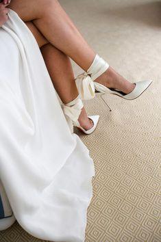 Wedding Shoes Heels, Bride Shoes, Bow Heels, Wedding Shoes Louboutin, Sandals Wedding, Wedding Pumps, White Wedding Shoes, Christian Louboutin, Make Up Braut