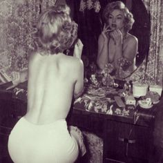 marilyn-monroe-mirror