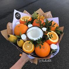 Este posibil ca imaginea să conţină: mâncare Fruit Flower Basket, Fruit Flowers, Food Bouquet, Gift Bouquet, Vegetable Bouquet, Edible Bouquets, Eid Party, Easter Presents, Fruit Arrangements
