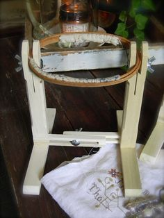 Sit & Stitch© Hoop Stand from Notforgotten Farm image 2 Diy Embroidery Frame, Embroidery Tools, Wooden Embroidery Hoops, Hand Work Embroidery, Hand Embroidery Designs, Embroidery Stitches, Hawaiian Quilts, Cross Stitch Supplies, Frame Stand