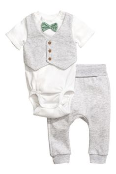Bodysuit and trousers - Light grey - Kids | H&M 1