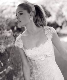 Perfect neckline with lacy cap sleeves.. so beautiful!!