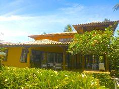 Casa com fantástica localização, dentro de condomínios beira mar entre á vila e as Piscinas Naturais em Praia do Forte, Bahia, Brasil.