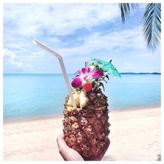 pineapple cocktails straight out of the fruit on the beach. Summer Of Love, Summer Days, Summer Vibes, Summer Fun, Healthy Summer, Hello Summer, Pink Summer, Weekend Vibes, Beach Pink