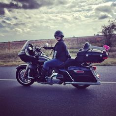 It was such a pleasure to share miles around Louisiana with Melissa yesterday. She found me on Facebook a few days ago and offered to show me some awesome back roads. It's rare to find someone who rides as well as this lady. What fun we had!! Check out @whywomenride to learn more about why Melissa rides.