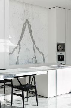 Villa B - Mass Architects Marble by Il Granito natuursteen Best Kitchen Designs, Modern Kitchen Design, Interior Design Kitchen, Modern Interior Design, Interior Design Inspiration, Interior Architecture, Minimal Architecture, Minimal Kitchen, Casa Kardashian