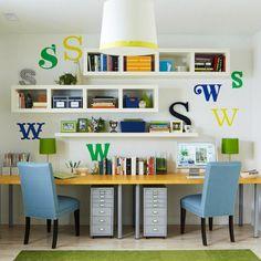 アルファベットのステッカーを貼ると、シンプルな机や家具でもかわいい雰囲気になりますね♡真似したい、海外で人気のアイデアです♪