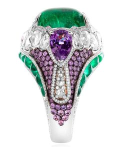 The Moghul Pride ring with emeralds, sapphires and diamonds by Alessio Boschi