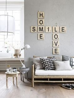 Fofura do Dia: jogo de palavras decorando a parede. Blog Achados de Decoração