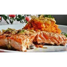 Ich habe für euch heute abend auch noch ein superschnelles, leckeres Rezept...Gebratenen Lachs zu Süsskartoffelstampf mit karamelisierten Zwiebeln... so #lecker#ichliebefoodblogs #instafood #foodstagram #lachs#salmon#süsskartoffel #sweetpotato #zwiebeln #stampf#karamelisiertezwiebeln #schnelleküche #einfach#gesundeküche