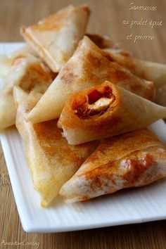 Spicy chicken and pepper samosas - Amandine Cooking - Cherilynn Duffrie Samosas, Empanadas, Turnover Recipes, Asian Recipes, Ethnic Recipes, Exotic Food, Love Eat, Appetisers, Vegan Baking