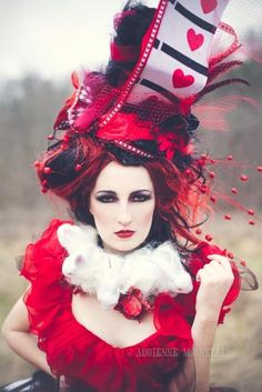 Love this queen of hearts homemade hat. It doesnt show how to make it but its awesome