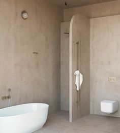 TDC: Five Minimalist Bathrooms with Textured Walls