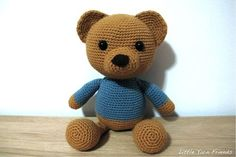 Lil' Classic Teddy free crochet pattern by Little Yarn Friends (Rachel H)