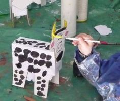 Arts visuels et bricolage vache - la maternelle de Camille Picnic Blanket, Outdoor Blanket, Collage, Cow, Preschool, Animation, Camille, Kids, Crafts