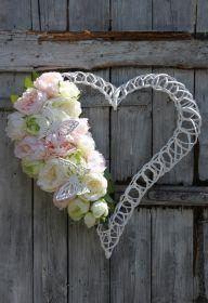 Kompozycja kwiatowa na wianku-dekoracja na cmentarz,na grób,na Wszystkich Świętych Grapevine Wreath, Grape Vines, Wreaths, Decor, Decoration, Door Wreaths, Vineyard Vines, Deco Mesh Wreaths, Decorating