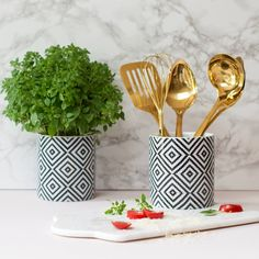 Are you interested in our Utensil pot? With our Kitchen untensil pot you need look no further.