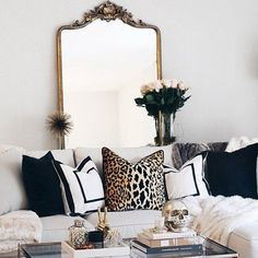 Recamier: know what it is and how to use it in decoration with 60 ideas - Home Fashion Trend Glam Living Room, Living Room Interior, Home Interior, Decor Interior Design, Living Room Furniture, Home Furniture, Living Room Decor, Interior Decorating, Bedroom Decor