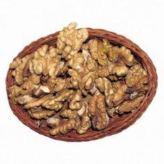 Ak sa chystáte lúpať orechy, ktoré sú staršie a presušené, pomôže jednoduchý trik. | Casprezeny.sk Stuffed Mushrooms, Vegetables, Food, Life, Ideas, Stuff Mushrooms, Essen, Vegetable Recipes, Meals