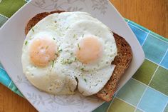 How to make perfect over-easy eggs. Just tried this and it's magical!! :-P