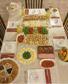 Breakfast Presentation, Food Presentation, Table Plate Setting, Afghan Food Recipes, Brunch, Food Platters, Iftar, Turkish Recipes, Food Cravings