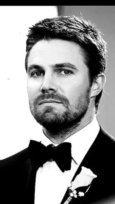 Stephen Amell…sexy wedding look.Arrowverse – crossover ❤️❤️ – Keep up with the times. Stephen Amell Arrow, Arrow Oliver, Amell Brothers, Susanna Thompson, Tommy Merlyn, Oliver Queen Felicity Smoak, Crossover, Dc Comics, Lance Black