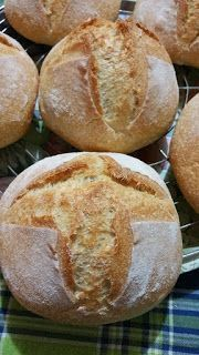 Pani Quotidiani: Pagnottelle del week-end Arabic Bread, My Favorite Food, Favorite Recipes, Focaccia Pizza, Yummy Food, Tasty, Burger Buns, Pan Bread, Cannoli