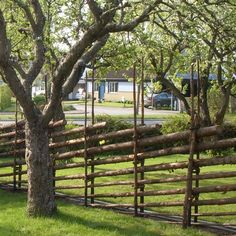 Gardsgard is a traditional Swedish fence. Sweden House, Country Fences, Red Houses, Farm Gate, Timber Fencing, Types Of Fences, Green Fence, Old Trees, Garden Landscape Design